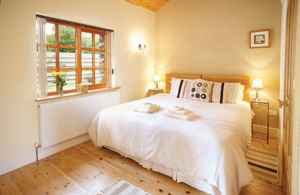 Ground floor: Double bedroom with 6' zip and link beds which can convert to 2 x 3' singles upon request