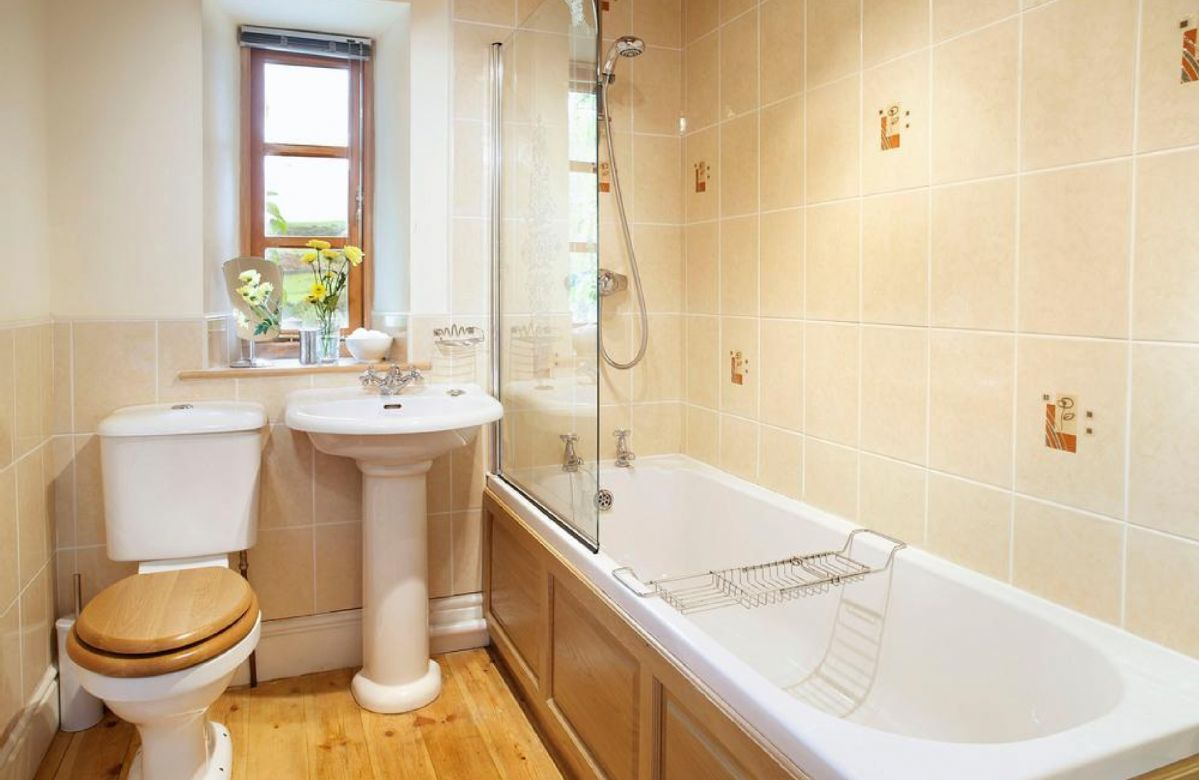 Ground floor: Family bathroom with shower over bath