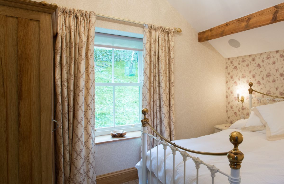 First floor: Hallin has a 4'6 bed with Vispring Elite mattress and en-suite natural stone shower room with monsoon and raindrop showers and views across Hallin Fell