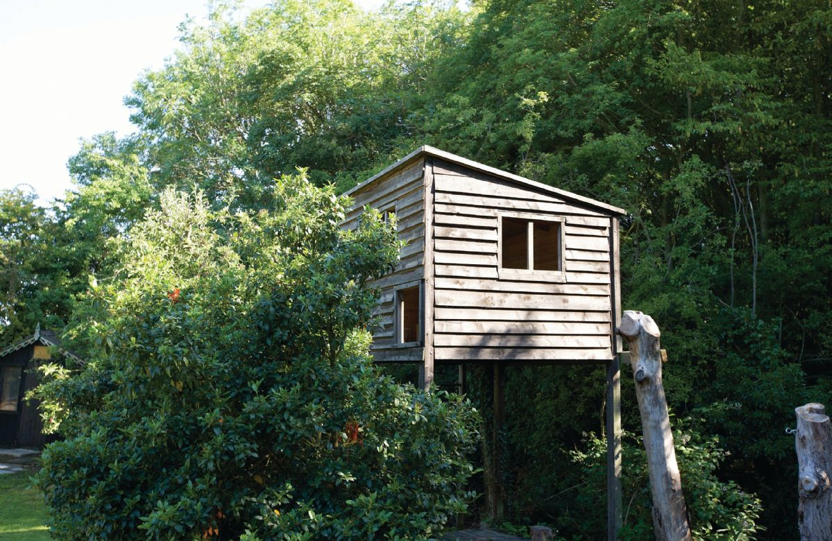 Tree house in garden - please supervise children carefully