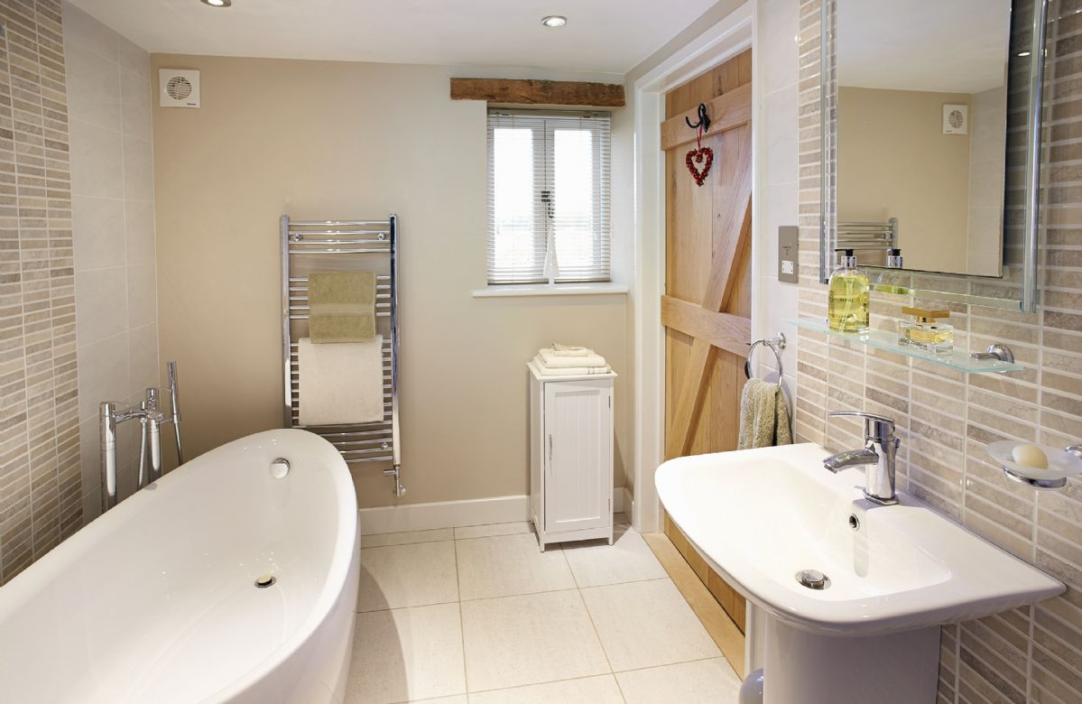 Ground floor:  En-suite bathroom with free standing bath