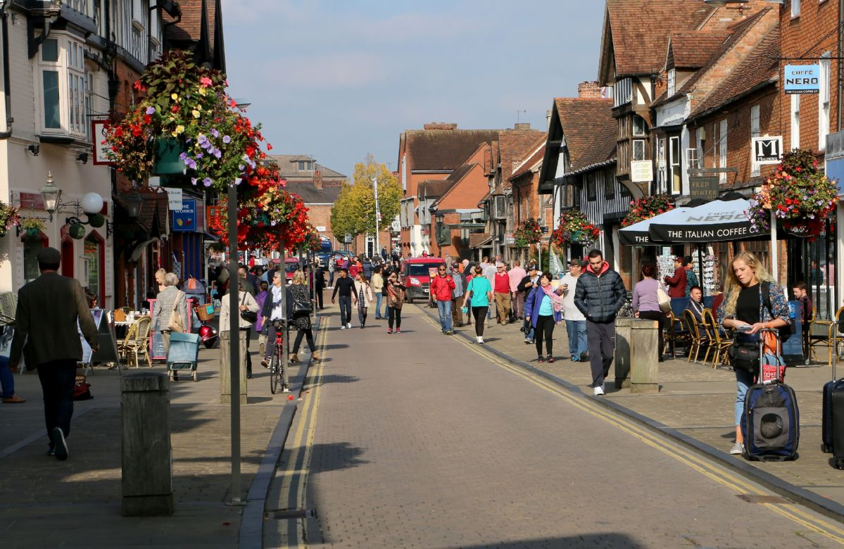 Just three miles from the town centre of Stratford-upon-Avon and Henley Street, where Shakespeare's Birthplace can be found