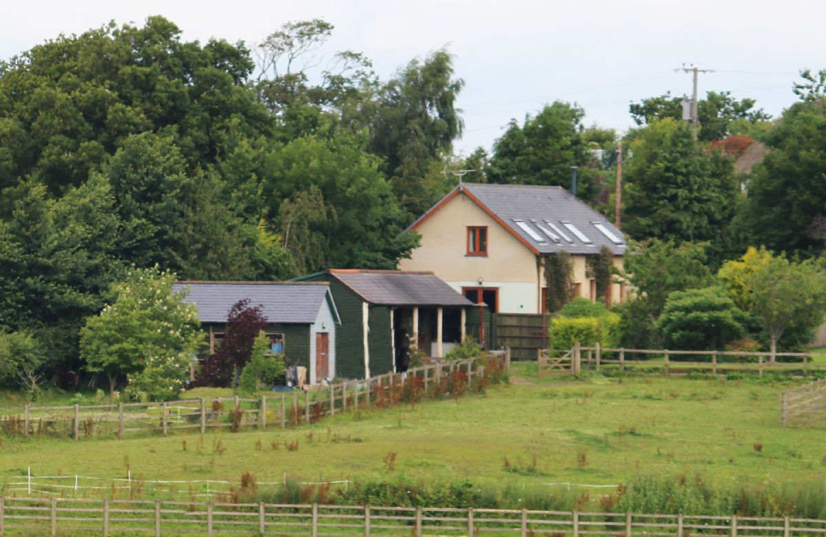 Long Meadow Barn in surrounding fields