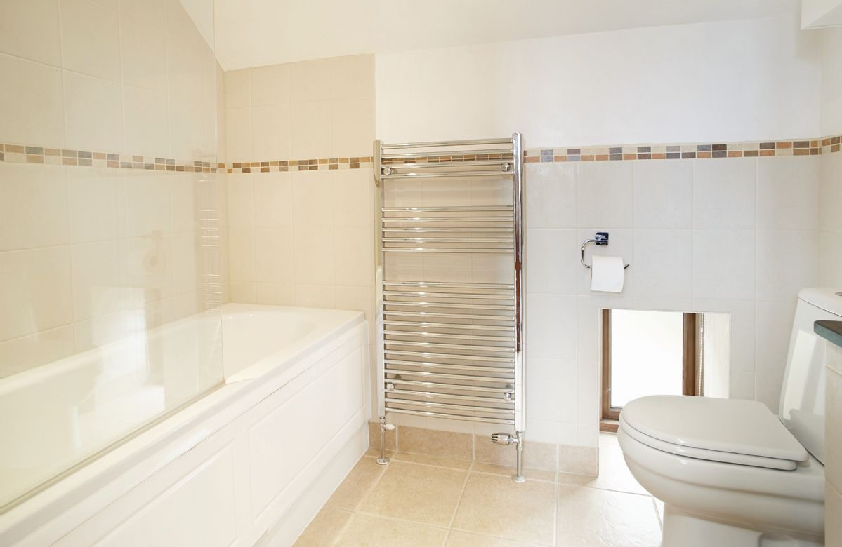 Harvest Moon First floor:  En-suite bathroom with shower over the bath