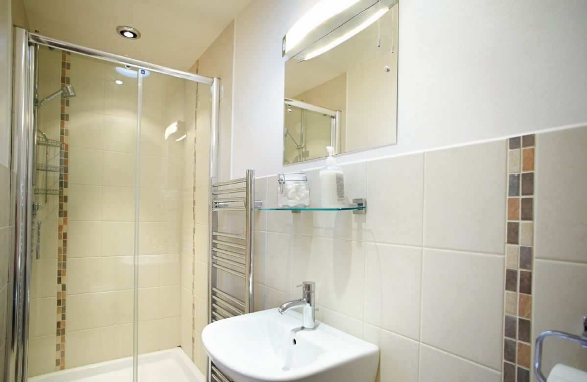 Hunters Moon First floor:  En-suite shower room