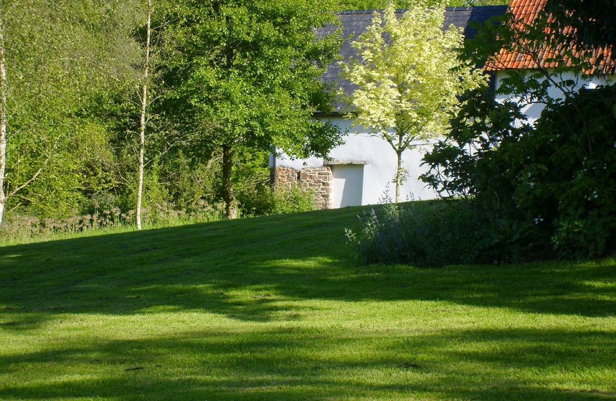 The beautiful and extensive gardens at Woodland Cottage will delight you