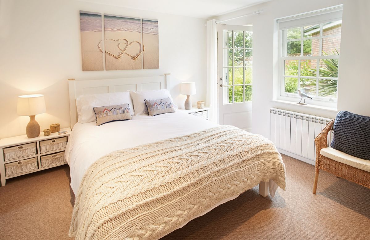 Ground floor: Master bedroom with 5' bed and en-suite shower room