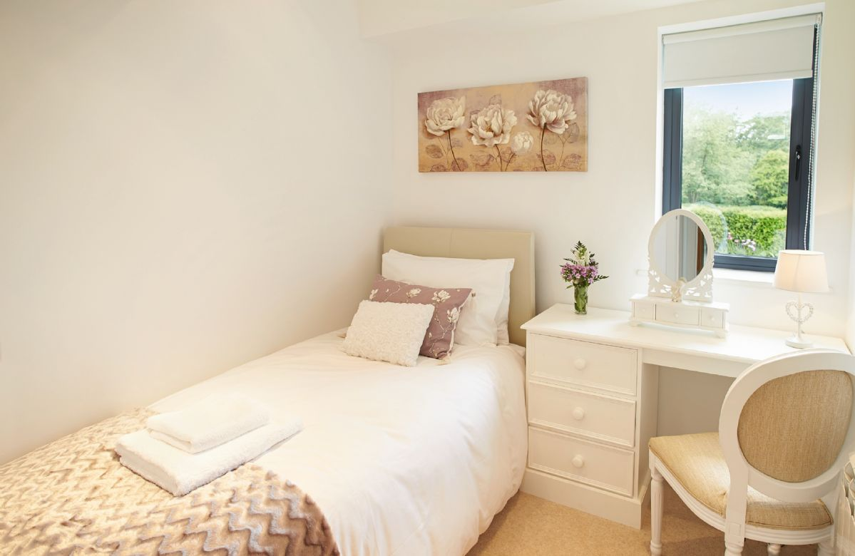 Ground floor: Single bedroom with 3' bed