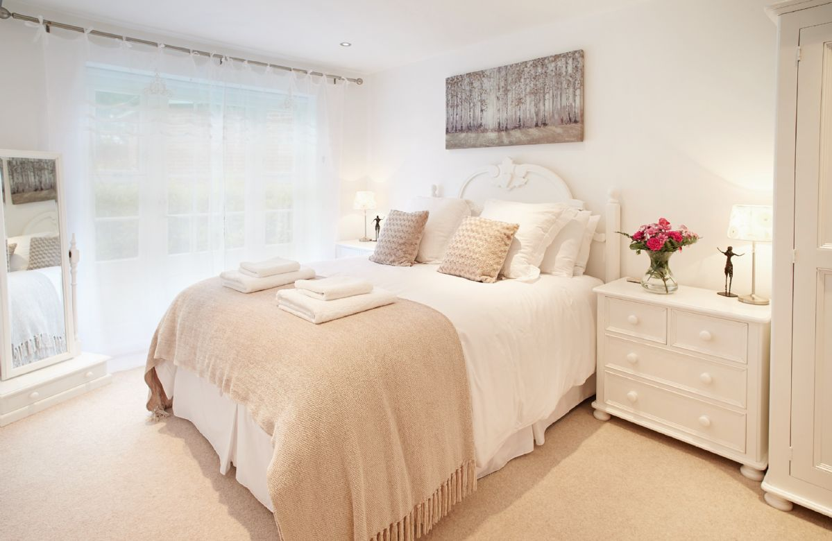 Ground floor: Double bedroom with 5' double bed and en-suite shower room