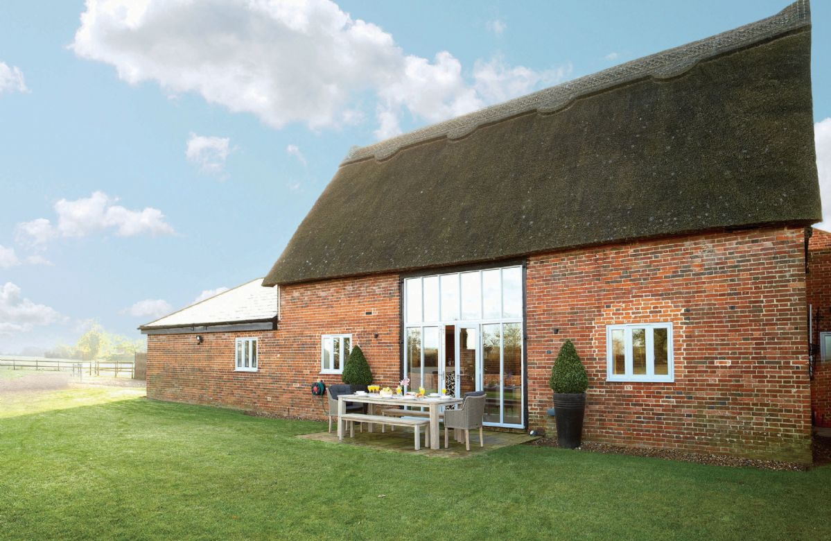 Thatch Barn, surrounded by open countryside on the edge of the picturesque Norfolk Broads