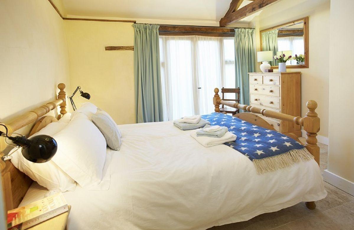 Ground floor: Master bedroom with 6' bed