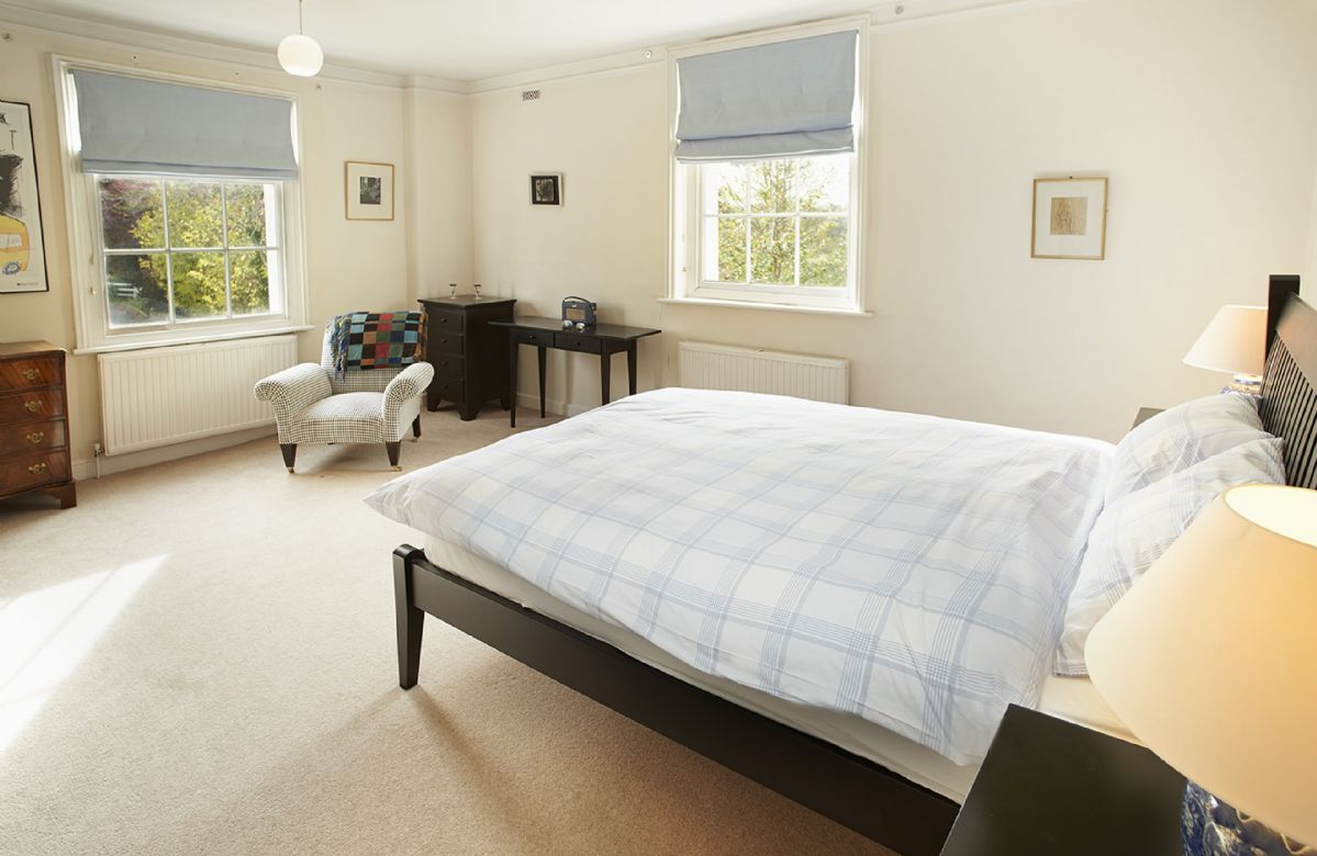 First floor:  Double bedroom with 4'6 bed