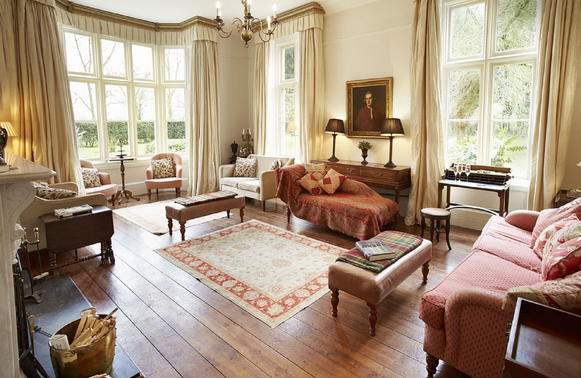 Ground floor:  Large drawing room with open fire