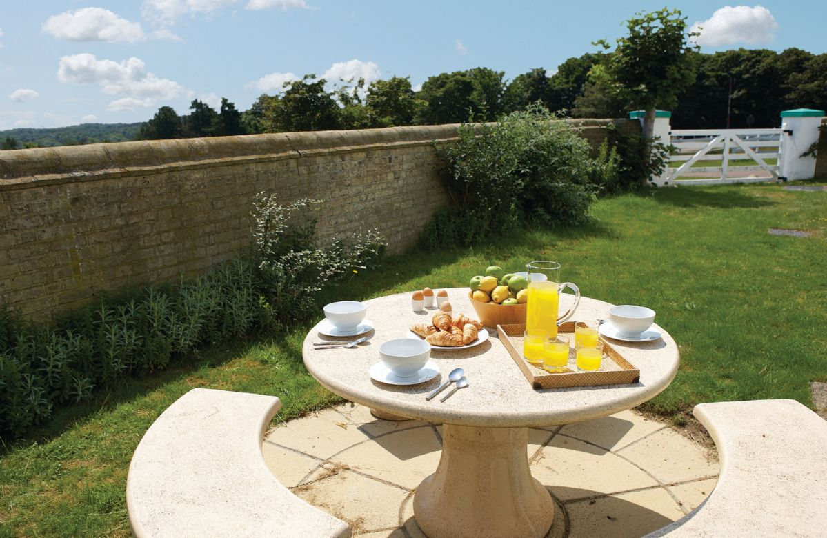 Small walled garden with garden furniture
