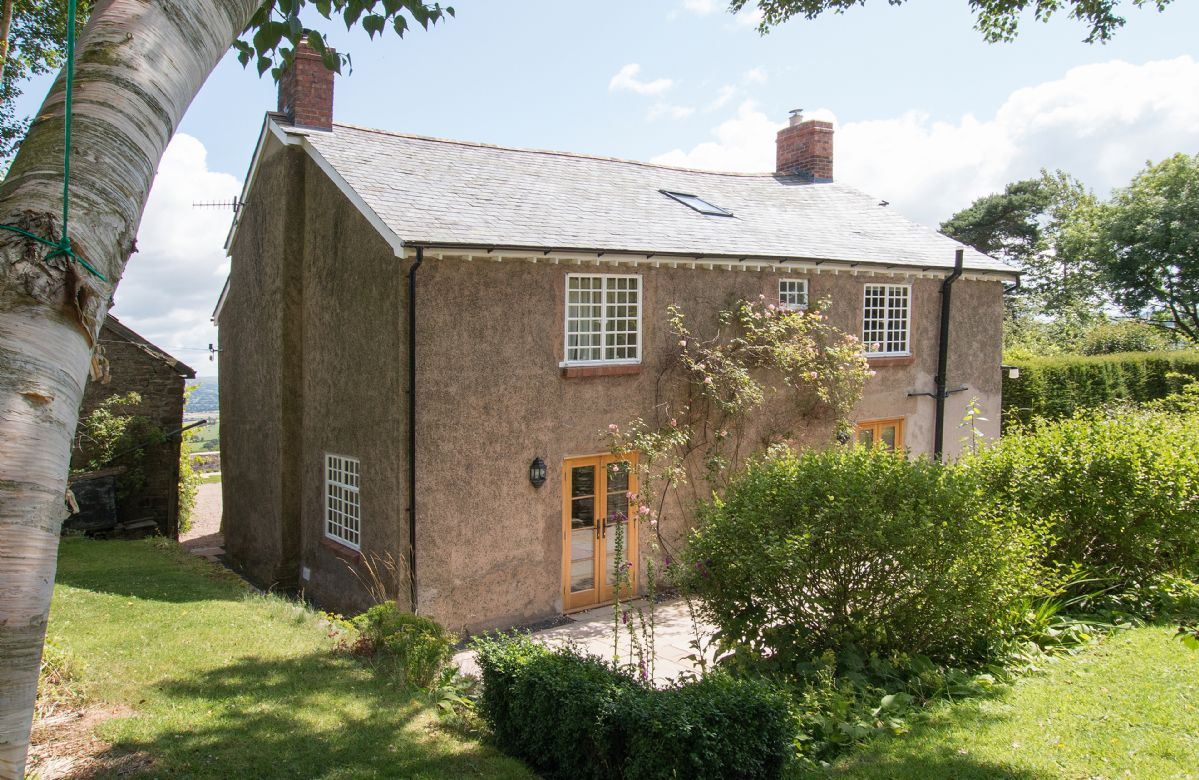 Draenllwynellen is a beautifully refurbished detached farmhouse