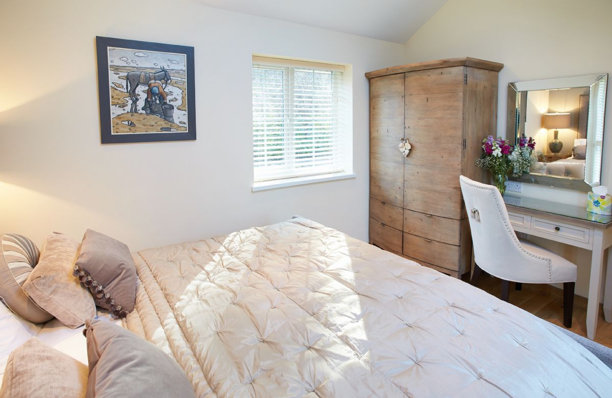 Double bedroom with 6' zip and link bed