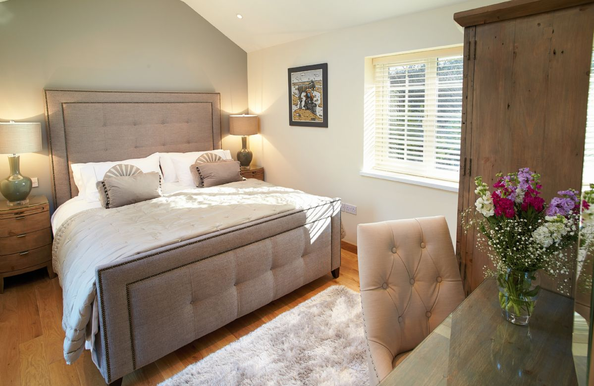 Double bedroom with a 6' zip and lind bed
