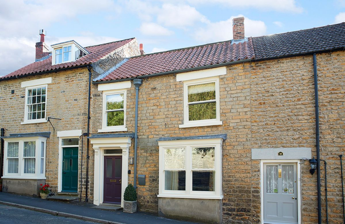 Situated on a quiet street in the historic market town of Kirkbymoorside, 18 Castegate is a lovingly restored mid terraced period house