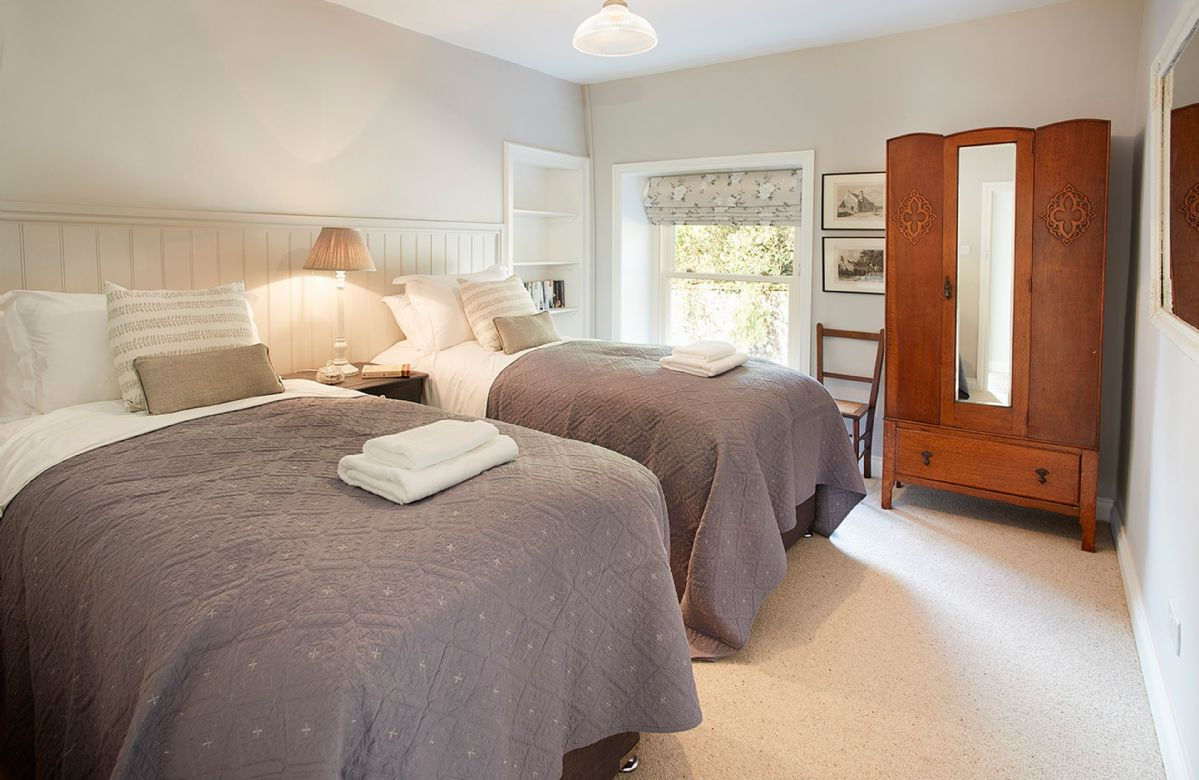 First floor: Twin bedroom with 3' beds (which can be joined to make 6' bed).