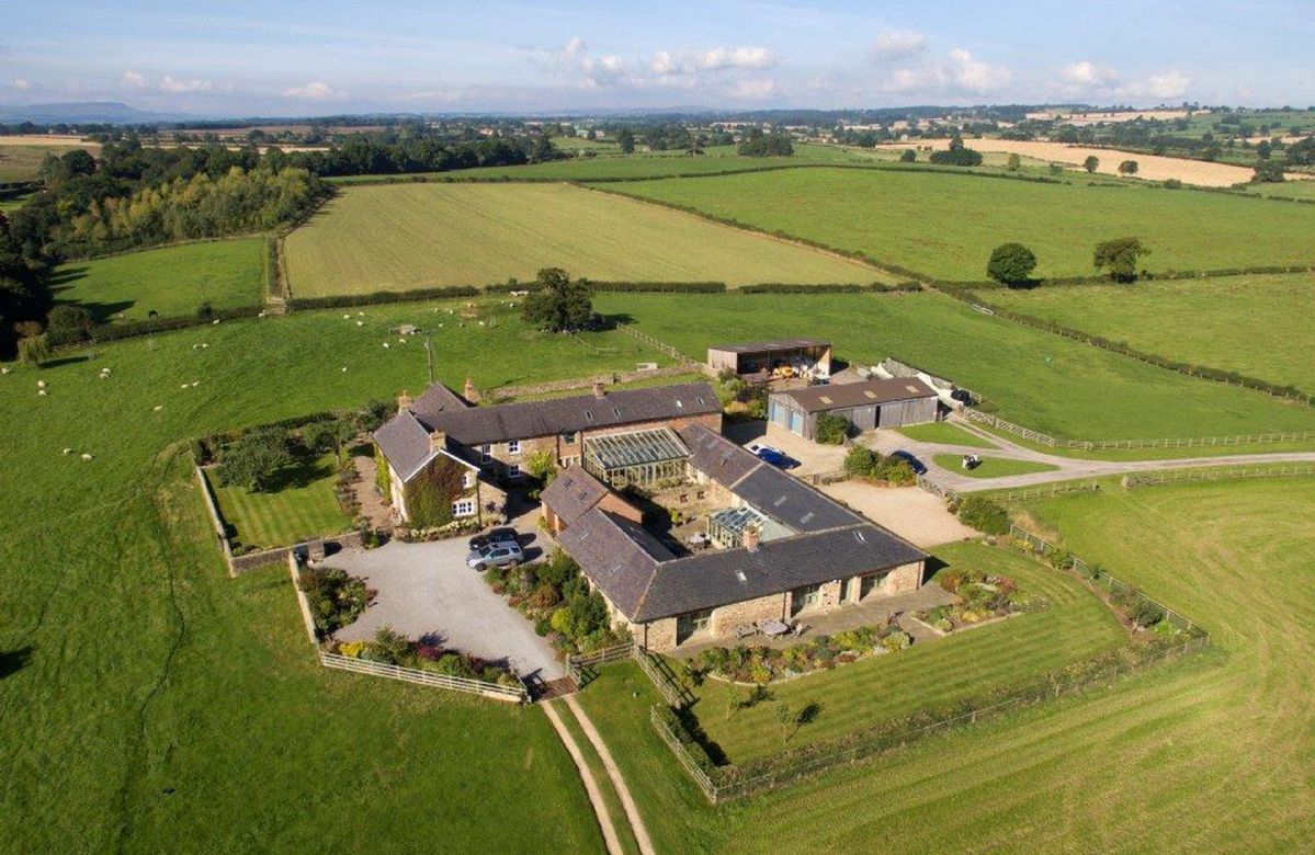 East Lodge is a delightful, single storey barn conversion with original beams and features situated in 30 acres of its own grass and woodland