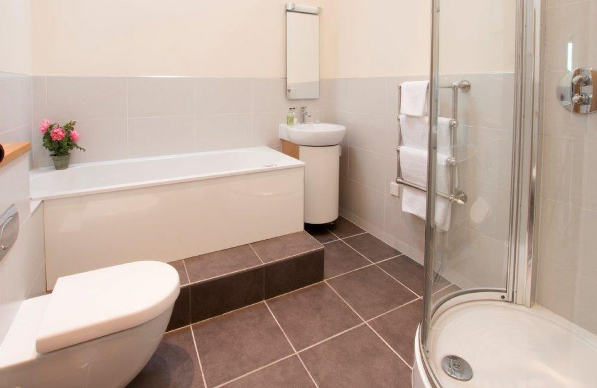 Ground floor:  House bathroom with a whirlpool bath and a separate shower