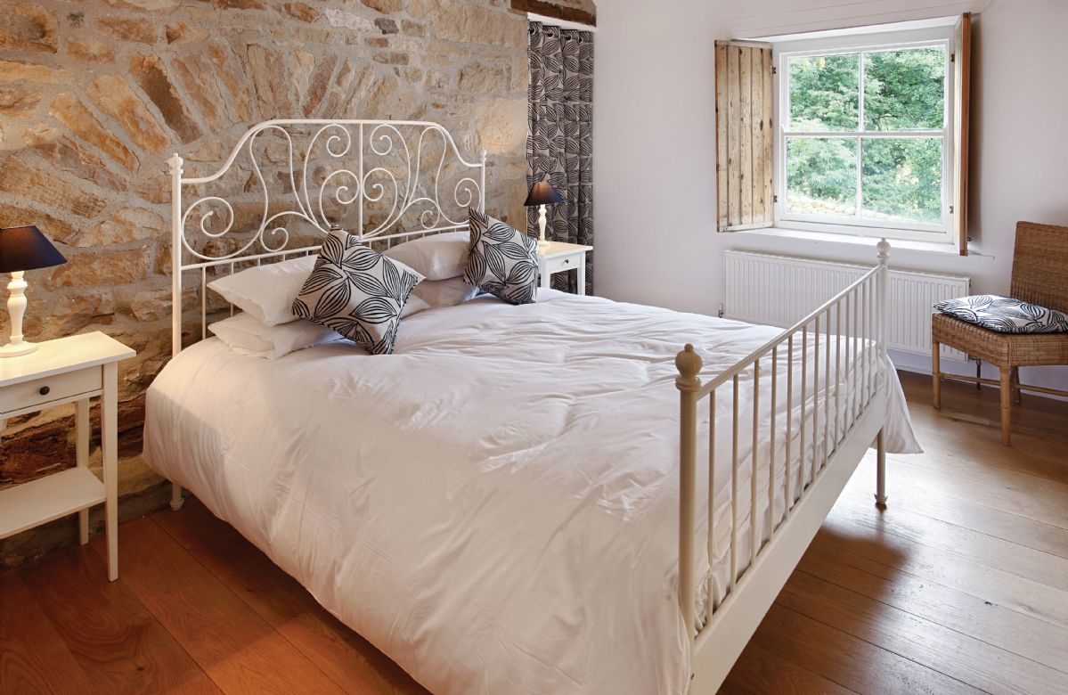 First floor:  Master bedroom with 5'6 bed