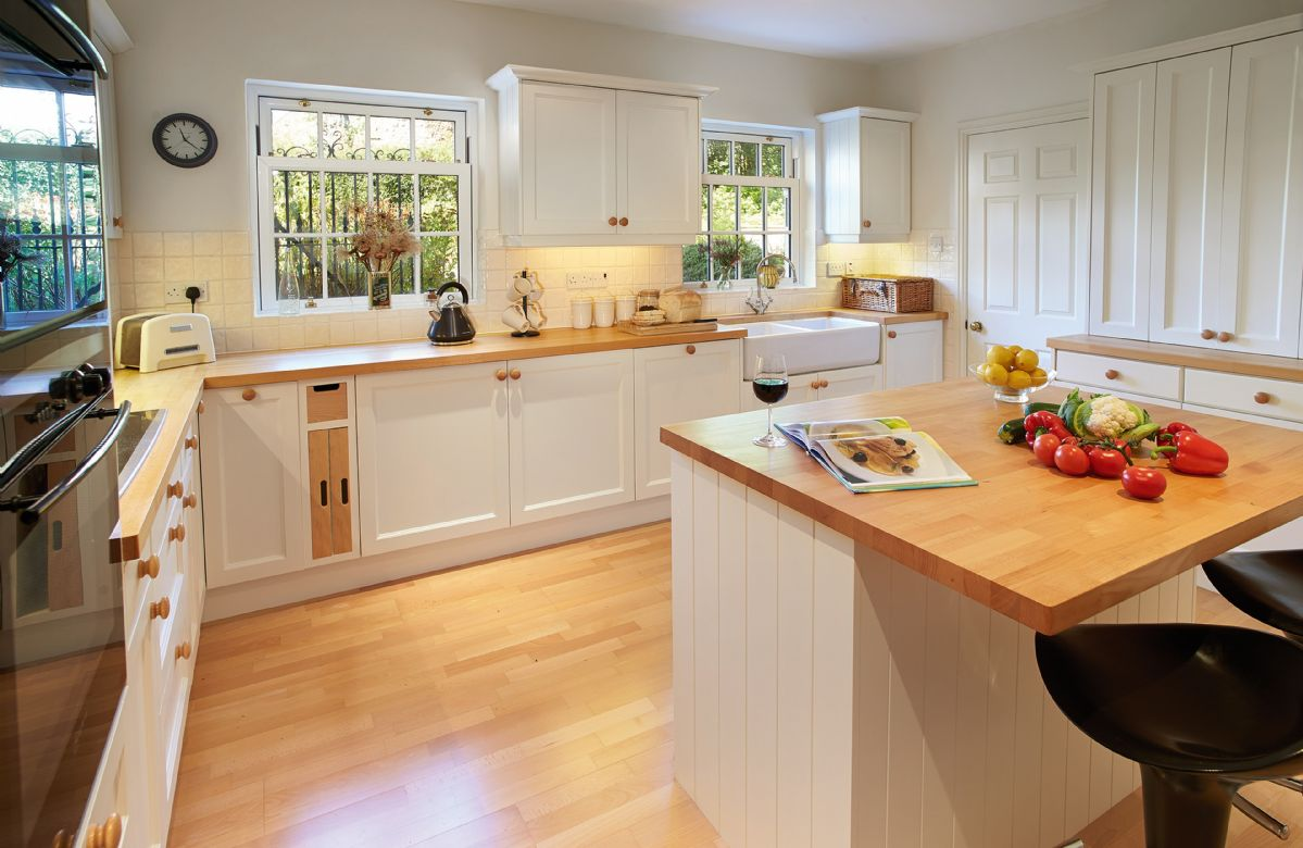 Ground floor:  Fully fitted kitchen with breakfast bar