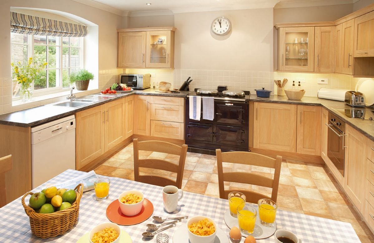 Ground floor: Kitchen with dining