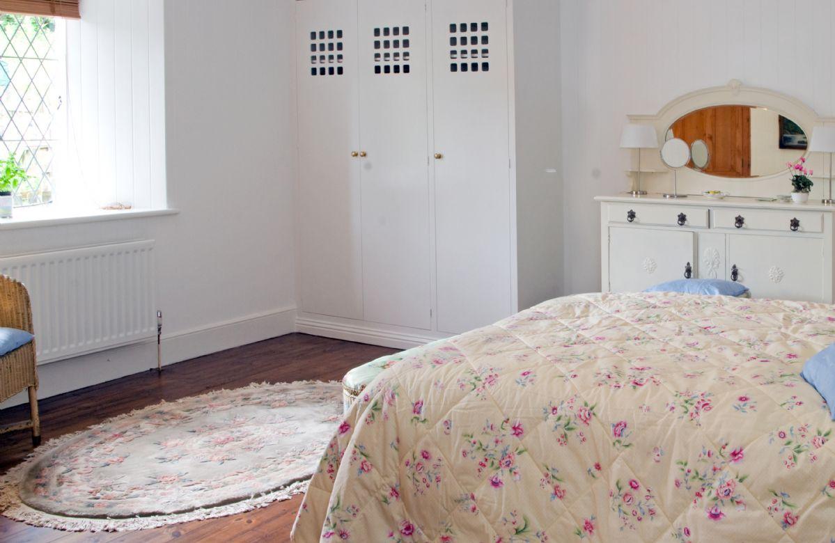 Ground floor:  King size double bedroom with en-suite bathroom