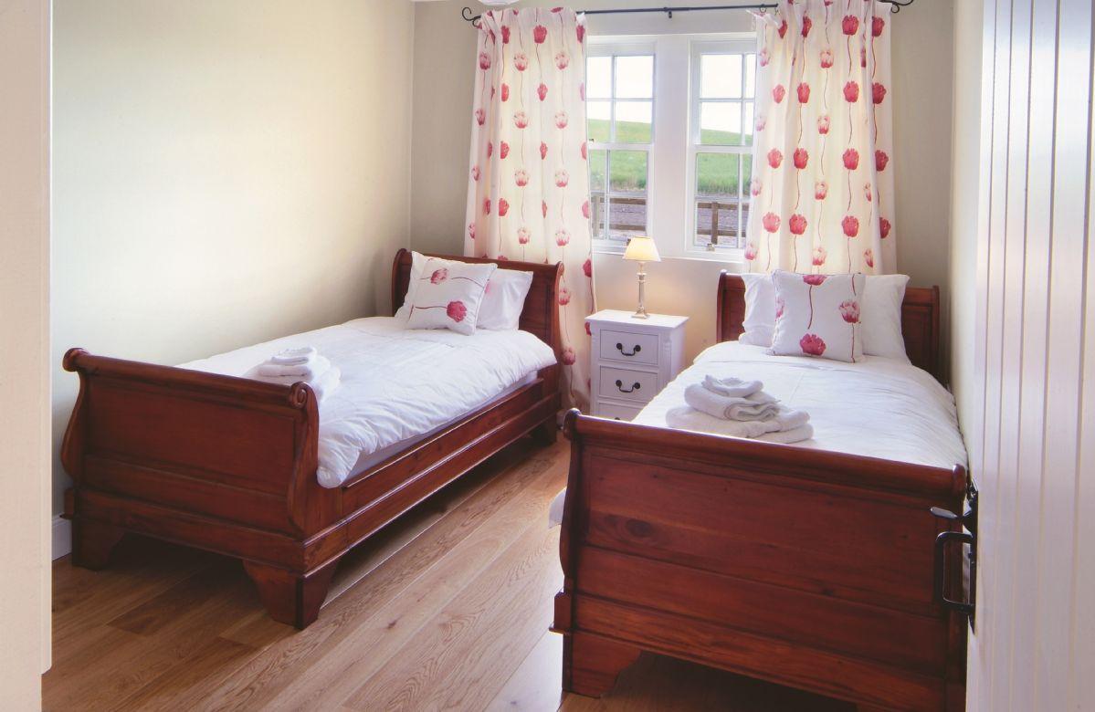 Ground floor: Twin bedroom with 3' beds