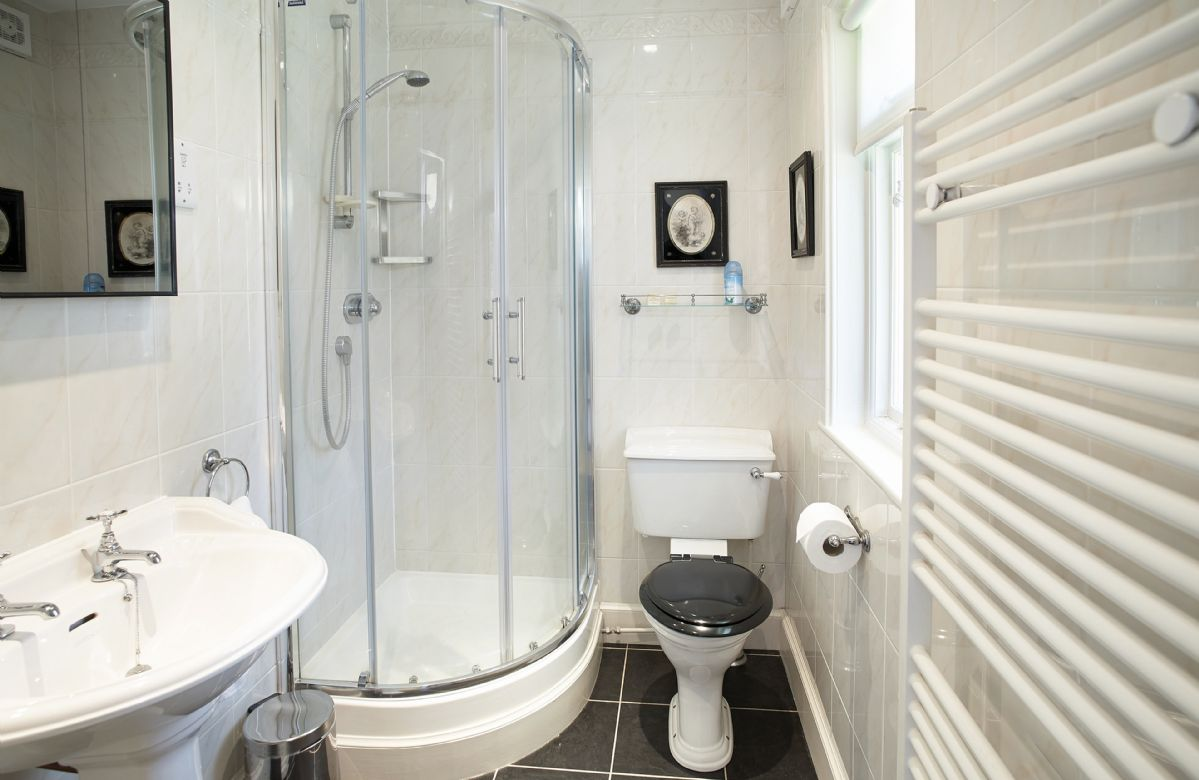 Ground floor:  En-suite shower room and wc