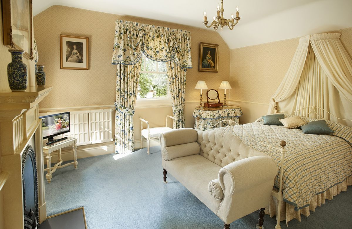 First floor: Large bedroom in side wing with 4'6 Victorian double bedstead, fitted wardrobes and en-suite bathroom