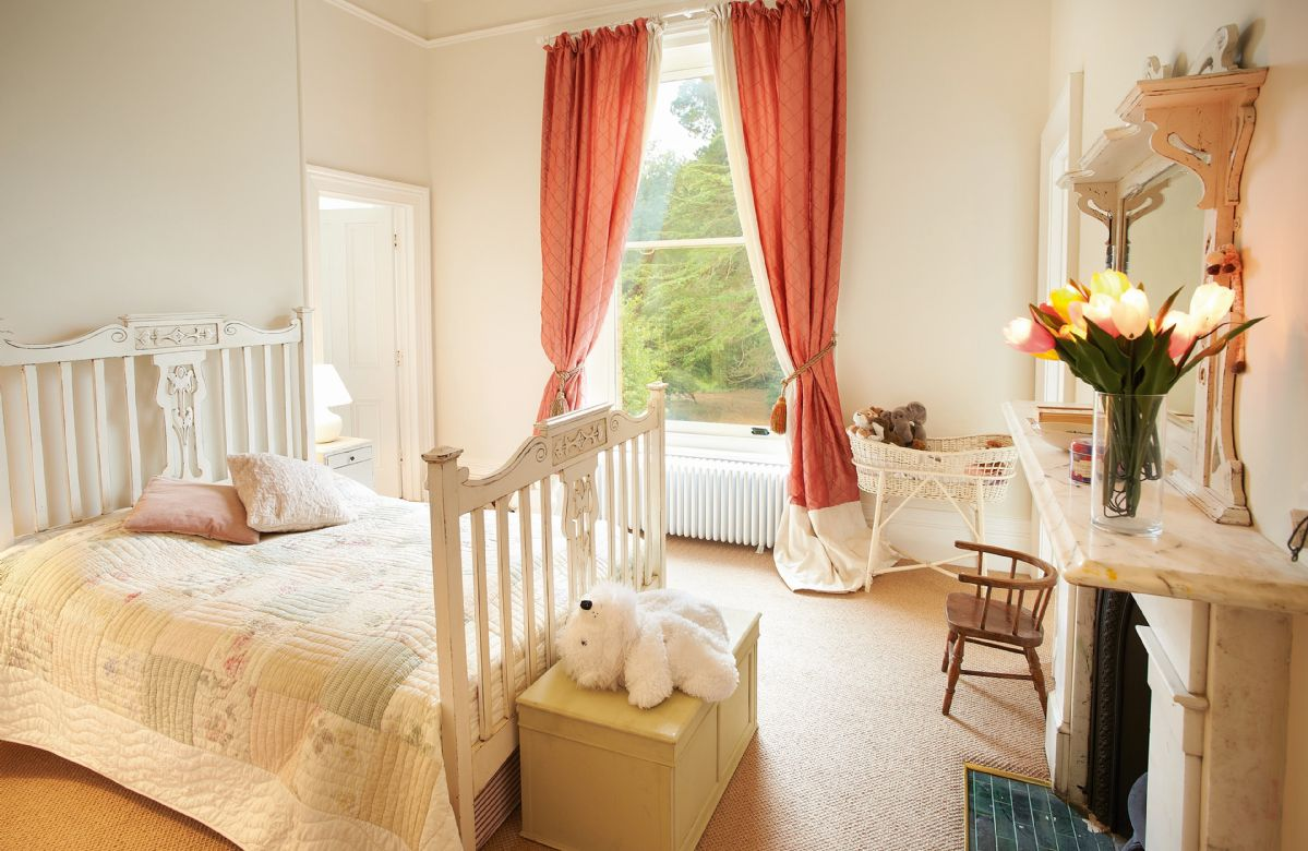 First floor: Single bedroom with 4' bed with Jack & Jill style en-suite bathroom which also has a door onto the landing