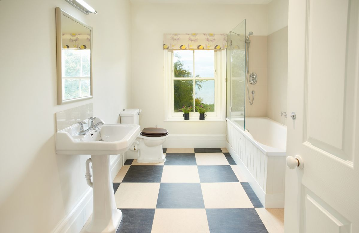 First floor: West wing bathroom