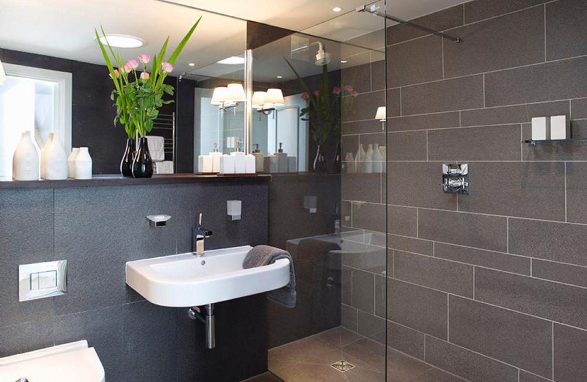 Ground floor: Wet room with wc