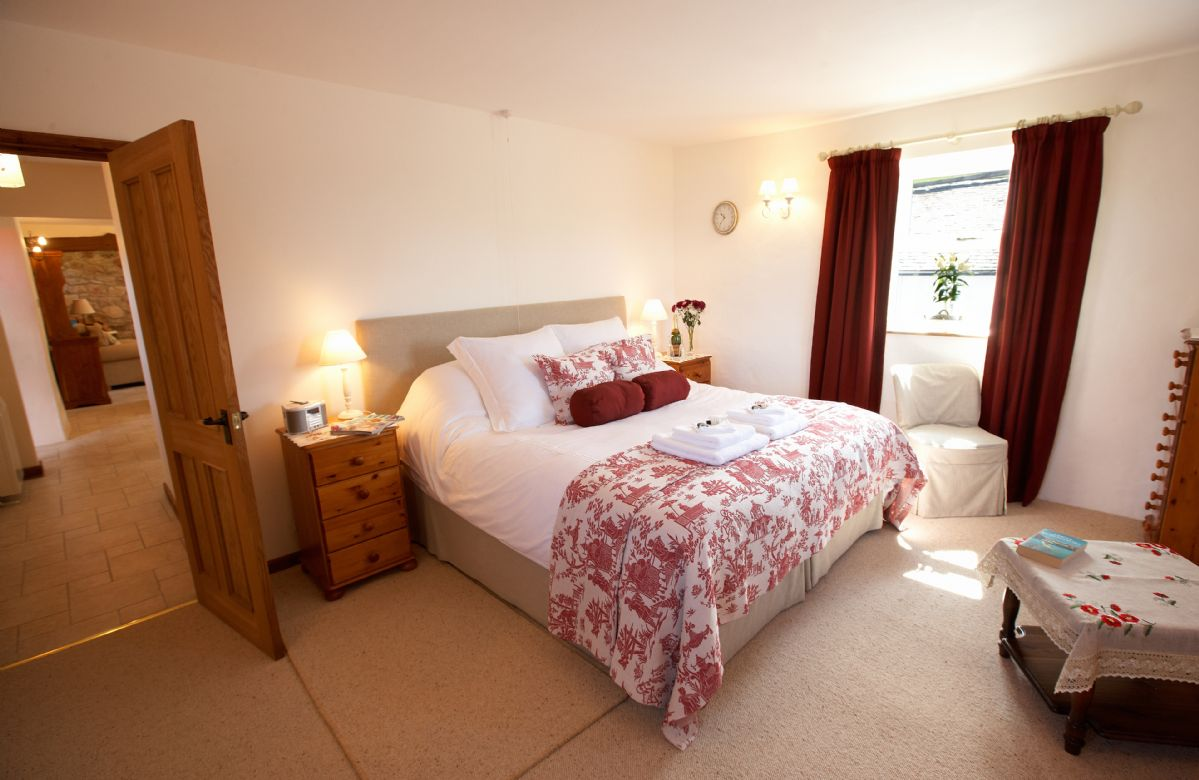 Ground floor:  Double bedroom with a 6' bed which can convert to 3' single beds upon request