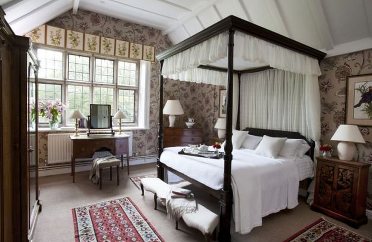 Hamilton Wing First floor:  Double bedroom with four-poster bed