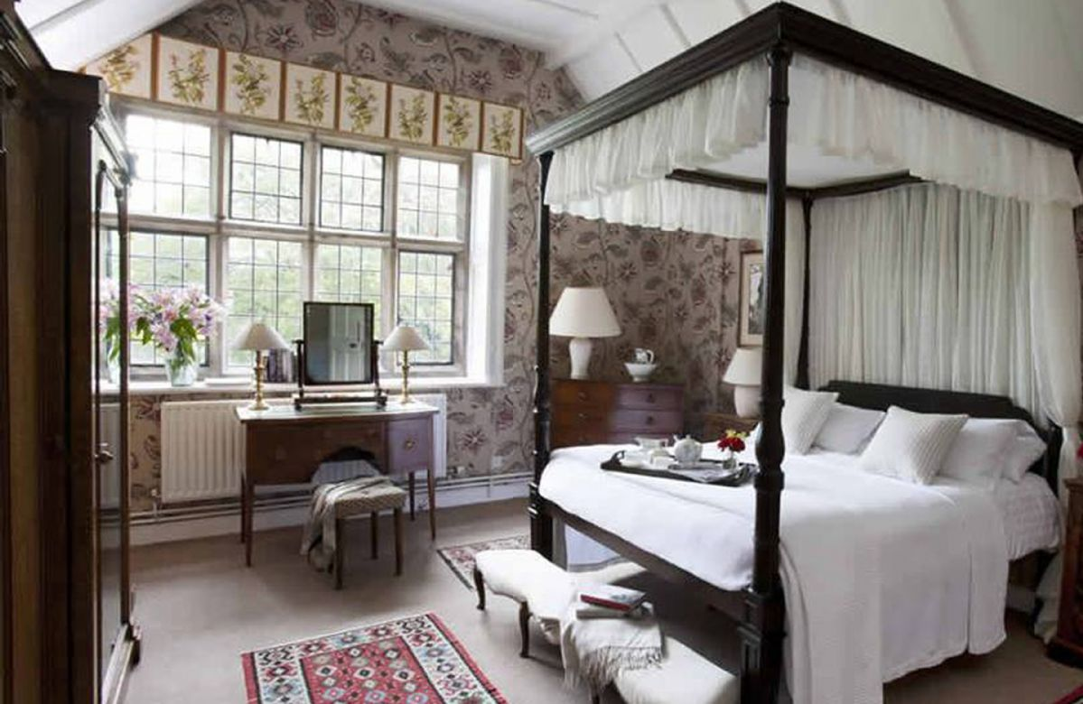 First floor:  Double bedroom with four-poster bed
