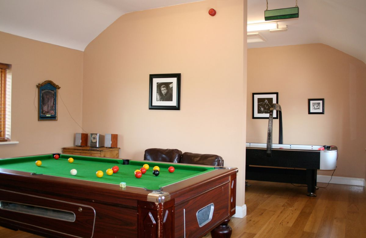 Indoor den: pool table, air hockey, books and DVD's