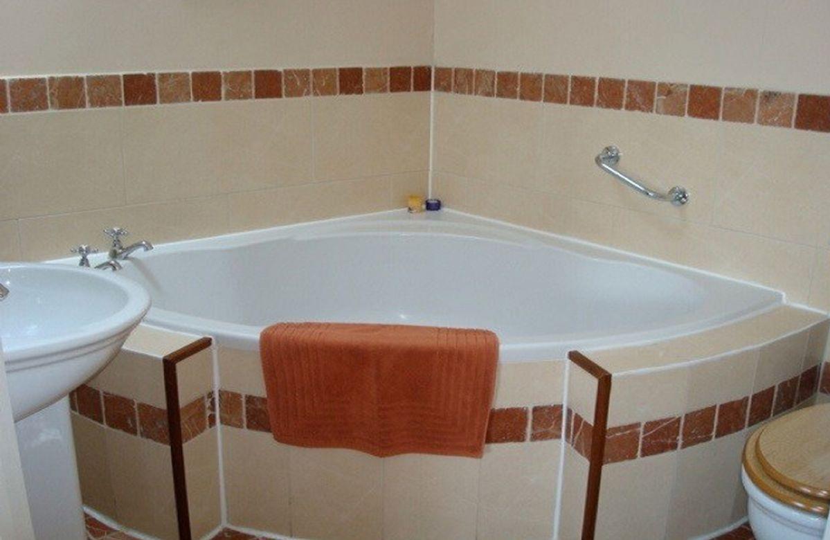 First floor:  En-suite to master bedroom with corner bath
