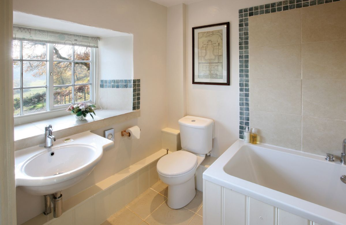 garth iwrch holiday cottages in wales first floor en suite bathroom with shower over the bath