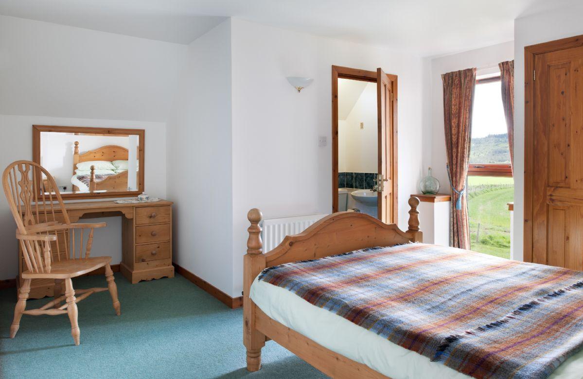 First floor:  Double bedroom with en-suite shower room