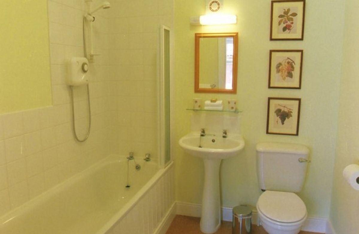 First floor: Family bathroom