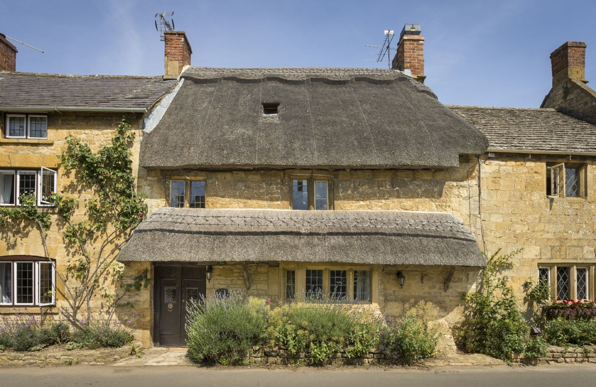 Inglenook Cottage A Pretty Thatched Terraced 300 Year Old Grade II Listed Cotswold