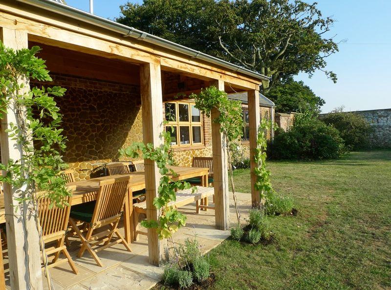 Field Barn House   Outside