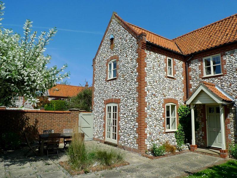 Pebble Cottage Station Road | Front