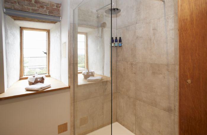 First floor: En-suite shower room with underfloor heating