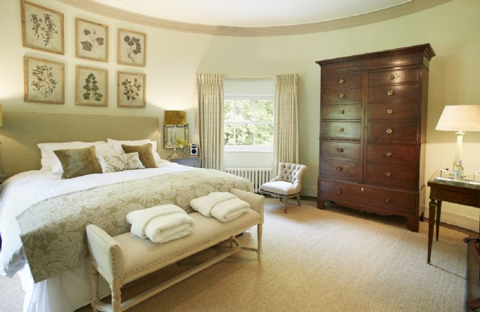 First floor:  Circular bedroom with 6' bed