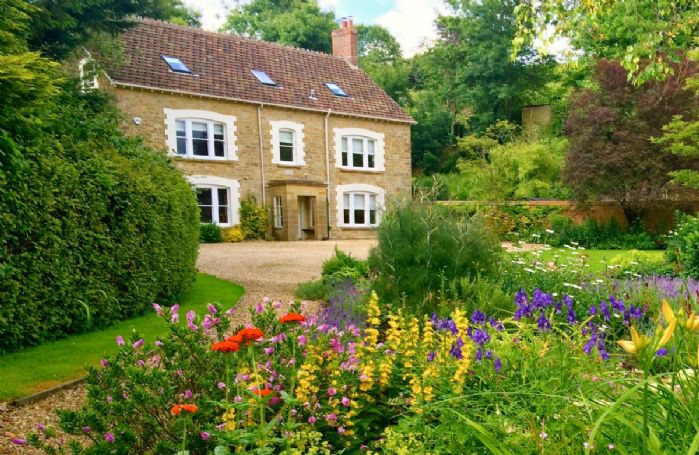 Puckhams is wonderfully situated in the delightful quiet rural village of Stoke Abbott in Dorset. An ideal holiday location with its own beautiful mature gardens to the front and rear