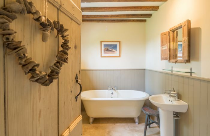 Ground floor: Bathroom freestanding claw-foot bath